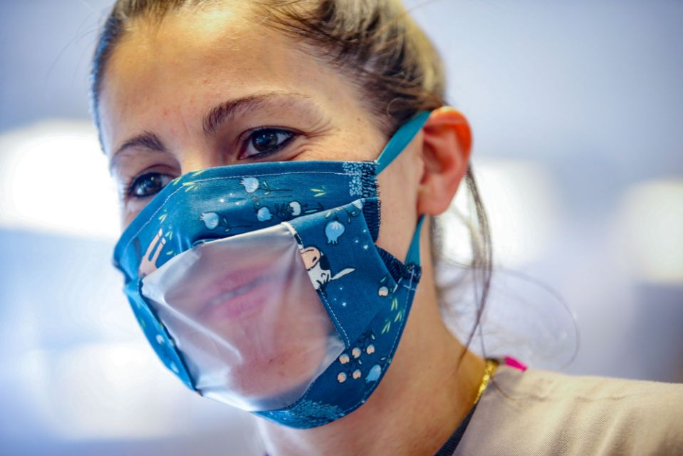 Are clear masks the way to clearer communication? The deaf community isn't so sure.